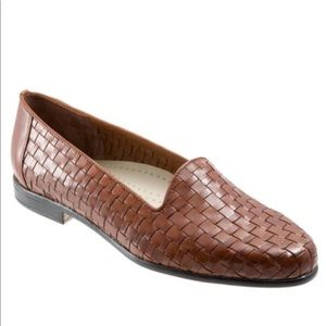 Trotters Liz Loafers Size 7.5 Brown Leather